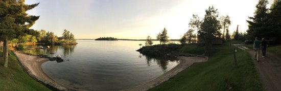 Red Indian Lodge: Panoramic view of lake from the middle of cabin area.