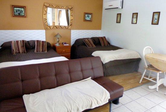 Shefford, Kanada: studio avec 2 lits doubles, cusinette, balcon avec vue sur le lac
