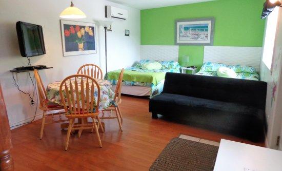 Shefford, Kanada: studio #8 avec 2 lits doubles et cuisinette