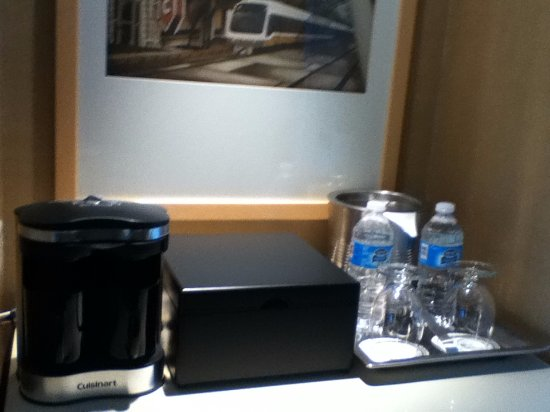 Omni Dallas Hotel: Tea safe, coffee/tea maker, bottled water