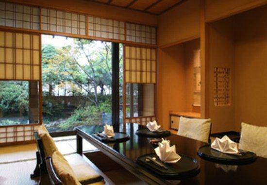 โรงแรมริทซ์ คาร์ลตัน: Japanese Restaurant, HANAZONO