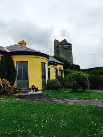 Ballinalacken Castle Country House 사진