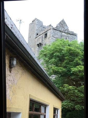 Ballinalacken Castle Country House: photo1.jpg
