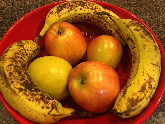 "Ramada Austinburg/Ashtabula: ""Fresh""fruit at continental breakfast"