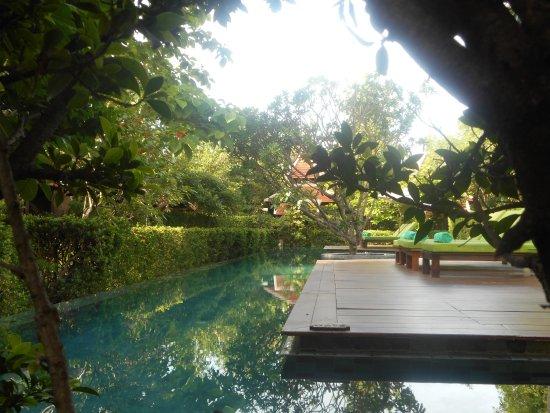 Siripanna Villa Resort & Spa: serene and refreshing pool - great pool layout and landscaping