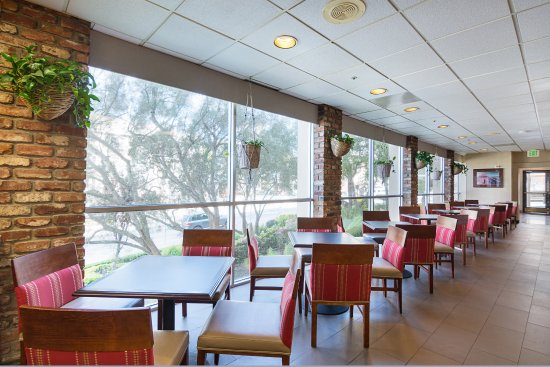 Comfort Inn by the Bay: Breakfast