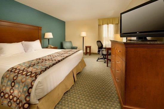 Drury Inn St. Peters : King Deluxe Room
