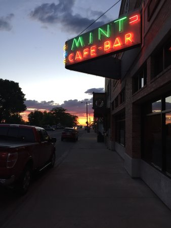The Mint Cafe and Bar: Great band on Thursday night