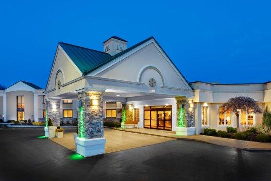 Holiday Inn Buffalo Amherst: Hotel Exterior