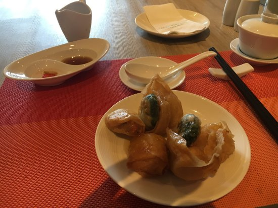 Jasmine Restaurant: Yummy Dim Sum, all you can eat on Fri and Sat lunch. Service and food both excellent