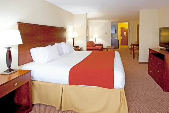 Holiday Inn Express Hotel & Suites Quincy I-10: Pollow Top bed and a Flat screen!
