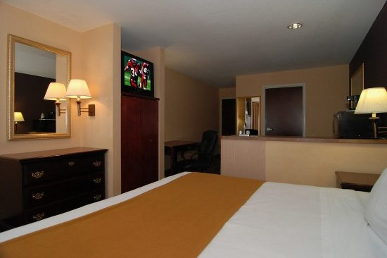Monee, IL: King Suite