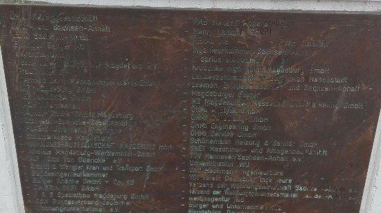 Denkmal zum Magdeburger Halbkugelversuch