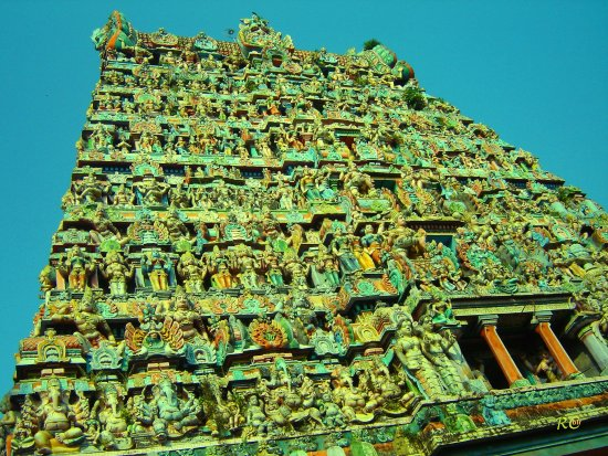 Vaitheeswarankovil, อินเดีย: The Gigantic Rajagopuram with beautiful sculptures