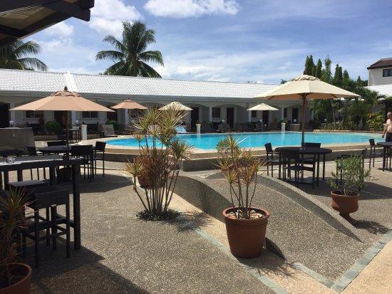 Panglao Regents Park Resort: Сытные завтраки по доступным ценам(2 завтрака и салат ~750 песо), очень вкусный салат с манго и