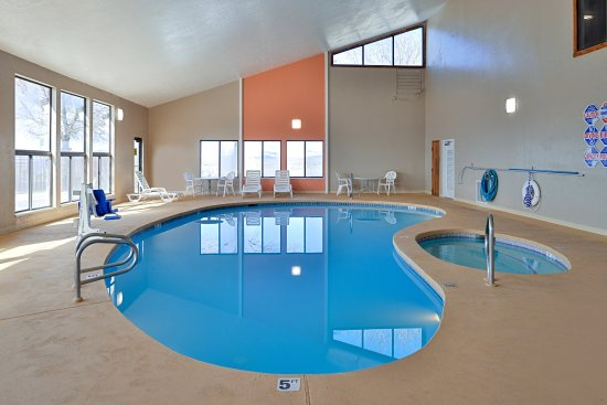 Quality Inn: Indoor Pool