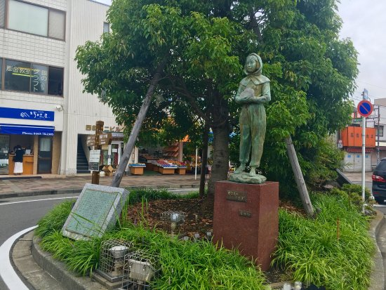 Statue of Garasu no Usagi