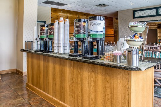 Quality Inn & Suites Event Center: Breakfast