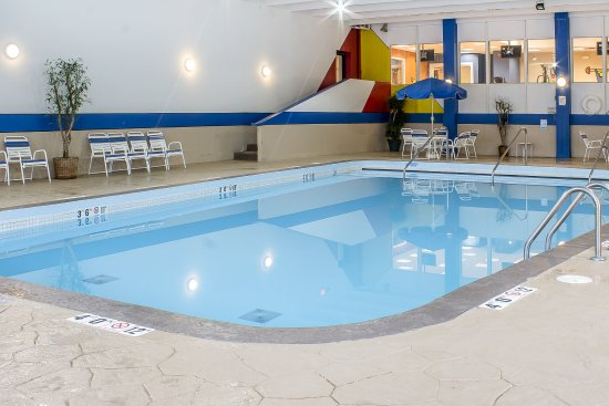 Quality Inn & Suites Event Center: Pool