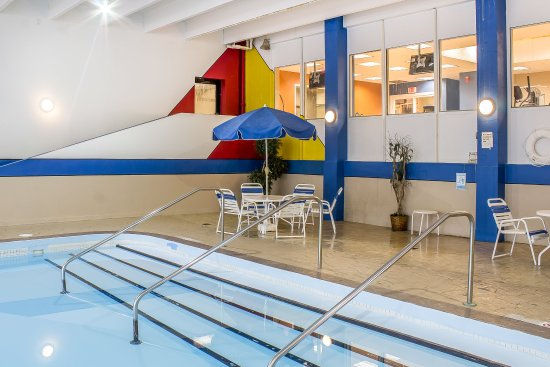 Comfort Inn & Suites Event Center: Pool