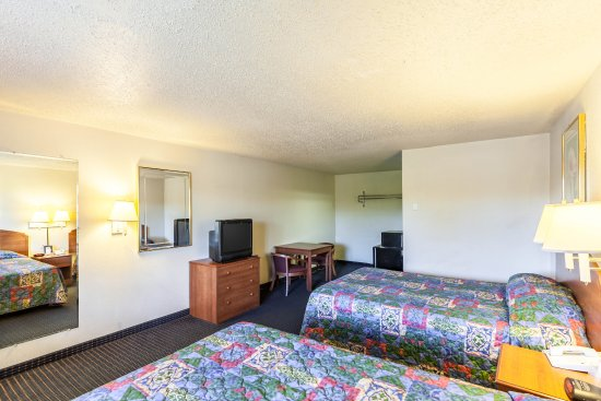Stay Express Inn Near Ft. Sam Houston: Guest room with two beds