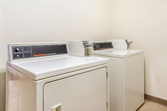 Sleep Inn and Suites Dothan: Laundry