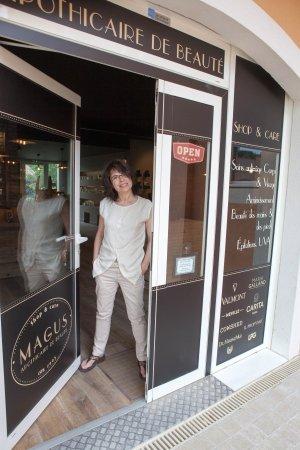 Roquefort-les-Pins, Francia: Myriam Montgrandi, propriétaire exploitante de Magus
