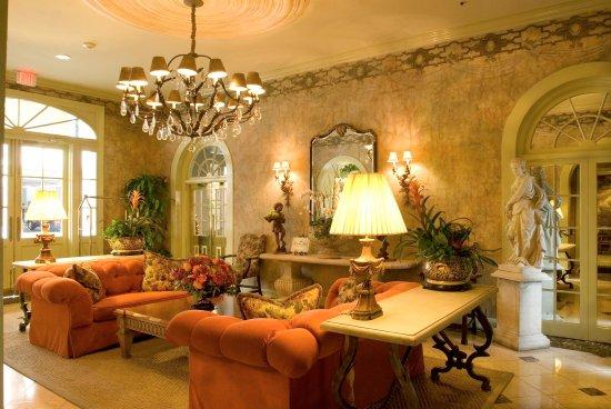 Bienville House: Lobby