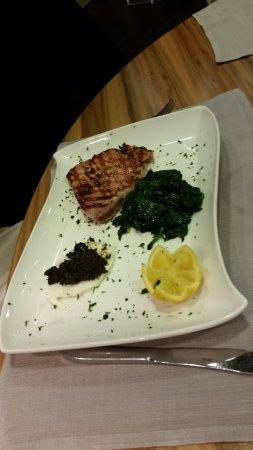 Usmate Velate, Italia: tonno con spinaci e olive
