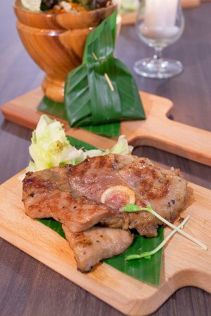 Grilled Kurobuta with Tum Som - Grilled Kurobuta pork strip