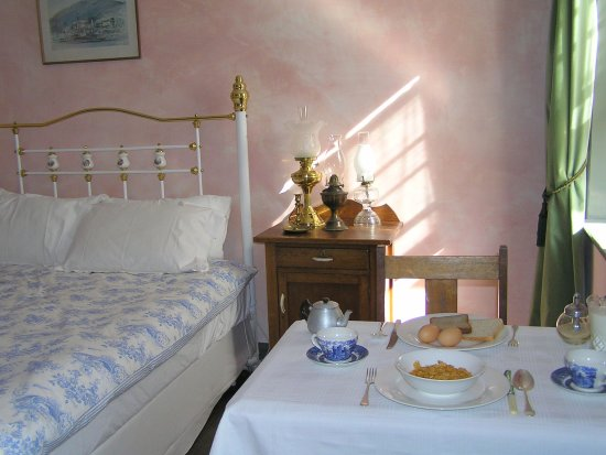 Bendalls Accommodation: Delicious breakfast in your room