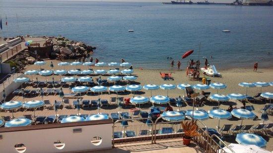 La spiaggia - Picture of Bagni Sant\'Antonio, Albissola Marina ...