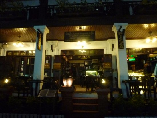 Luang Prabang Bakery Guesthouse : ชั้นล่างเป็นส่วนของร้านเบเกอร์รี่