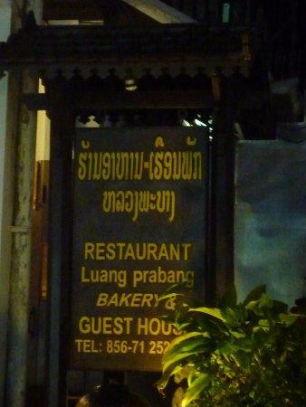 Luang Prabang Bakery Guesthouse : ป้ายและเบอร์ติดต่อ