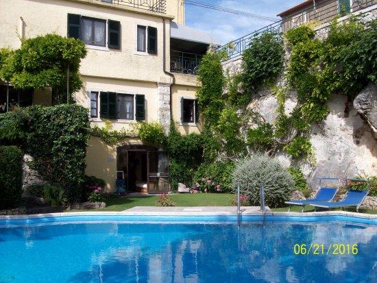 Hotel Villa Clodia: giardino con piscina