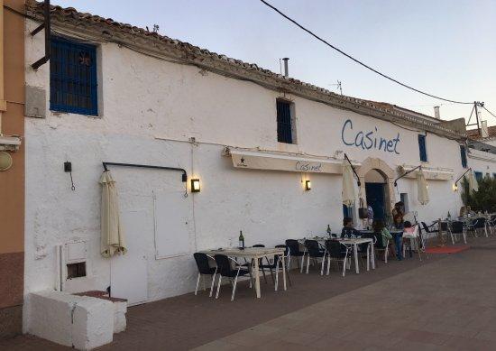 """カラマリをアリヨリソースとイカスミソースで - サン サルバドル、Casinetの写真写真: """"カラマリをアリヨリソースとイカスミソースで"""""""