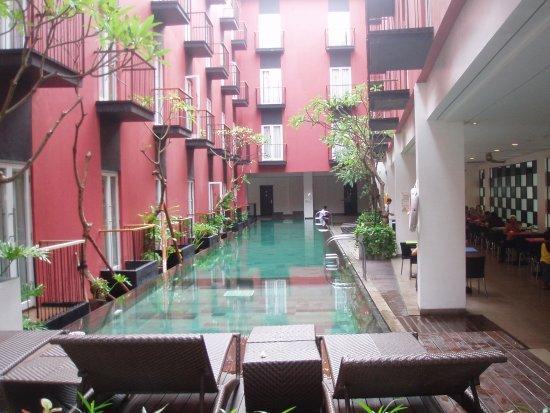 Amaris Hotel Legian: La piscina dell'hotel