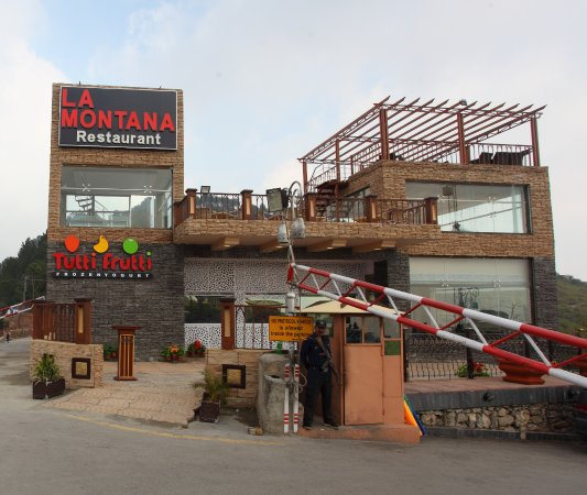 In La Montana, there is also a Tutti Frutti bar where you can enjoy shakes and ice cream