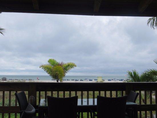 Beachcomber Beach Resort & Hotel: Blick von der Strandbar zum Meer