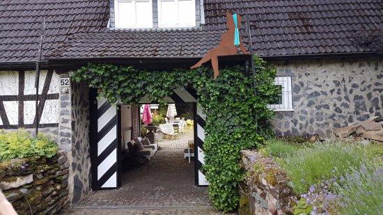 Schlangenbad, Germany: Eingang Kazuya - gute Zutaten
