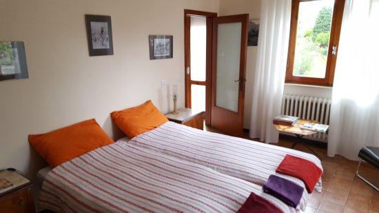 Terontola, Italien: ruime drie-persooskamer met badkamer en twee balkons