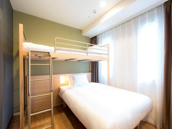karaksa hotel Osaka Shinsaibashi I: Room with a bunk bed