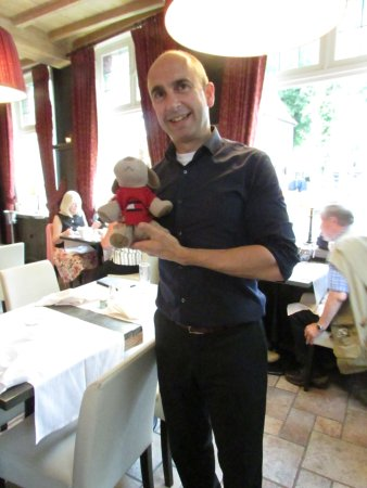 Gruuthuse Hof: Server with our travel Puppy