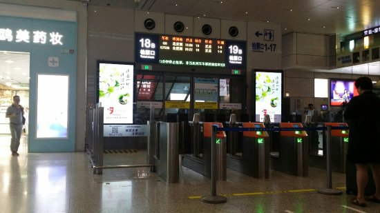 Shanghai Hongqiao Railway Station: 20160624_181438_large.jpg