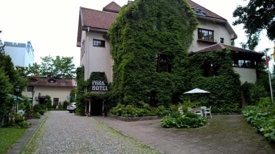 Park Hotel : A general view of the hotel and it's lush surroundings