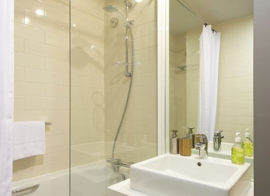 Citadines Trafalgar Square London: Bathroom of 1-bedroom apartment, Citadines  Trafalgar Square London