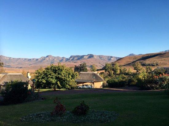 uKhahlamba-Drakensberg Park, Sudáfrica: Genieten van het mooie uitzicht en de stilte. S'nachts op je rug in het gras liggen en kijken na