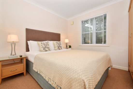 Berkeley Park by BridgeStreet: Standard One Bed Apartment Bedroom