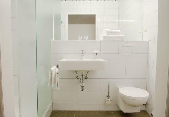 Benediktushaus Guest House: Badezimmer