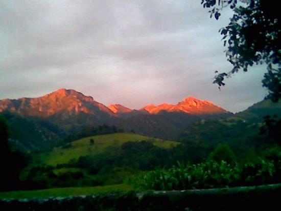Peruyes, España: Atardecer en la Sierra de Escapa